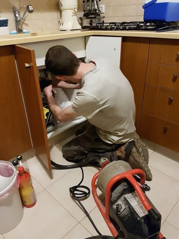 פתיחת סתימה בכיור